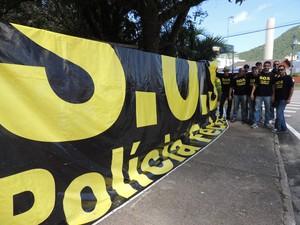 Policiais federais foram barrados na manhã desta terça (18) (Foto: Marcelo Silva/G1)