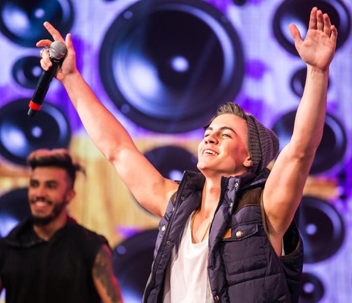 Biel anima a plateia com suas músicas de sucesso (Foto: Paulo Belote / TV Globo)