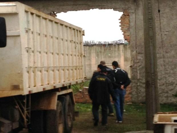 Presídio Regional de Pelotas, fuga, detentos, presos, caminhão, muro (Foto: Maíra Lessa/RBS TV)