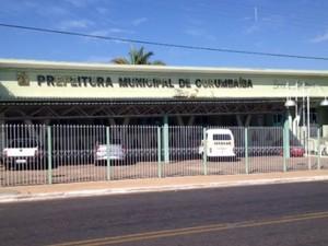 Mandado de busca e apreensão é cumprido na prefeitura de Corumbaíba, em Goiás (Foto: Karla Izumi/ TV Anhanguera)