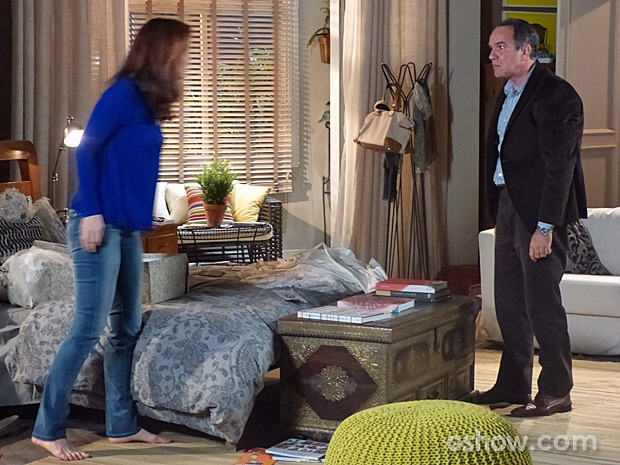Virgílio se irrita com Helena e dá ultimato (Foto: Em Família/TV Globo)