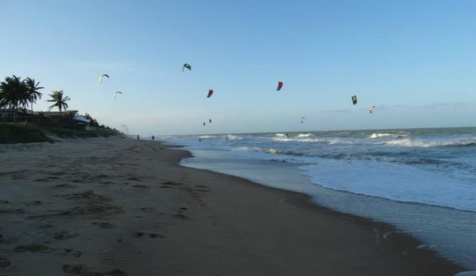 Campeonato Brasileiro de Kitesurfe, na praia de Camaratuba (Foto: Sérgio Aguiar / Divulgação ABK)