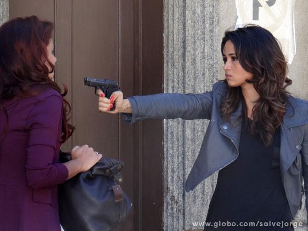Morena flagra Rosângela fugindo (Foto: Salve Jorge/TV Globo)