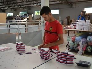 Fábricas de lingeries, roupas femininas e infantis atraem compradores de outros estados (Foto: Magda Oliveira/G1)