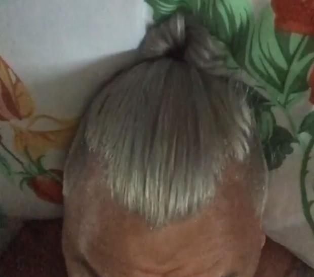 Após críticas, Popó adere ao tom platina, com laterais raspadas e rabo de cavalo (Foto: Reprodução/Instagram)