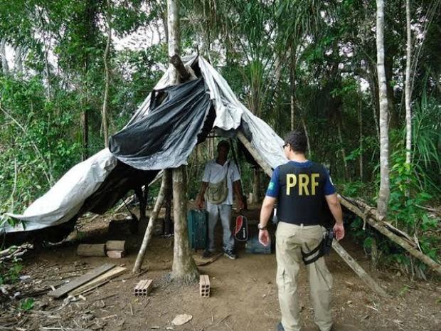 Os locais de trabalho na fazenda em Lagoa da Confusão eram degradantes, segundo a PRF (Foto: Divulgação/PRF TO)