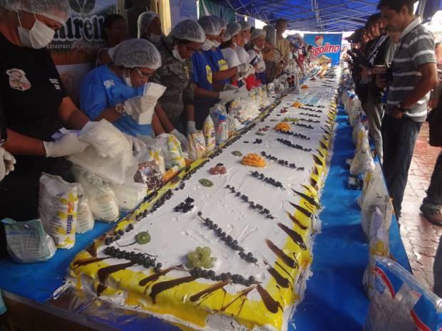 Bolo de aniversário de Belém teve 20 metros. (Foto: Thais Rezende/ G1)