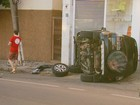 Motorista fica ferido ao capotar carro no Centro de Varginha, MG