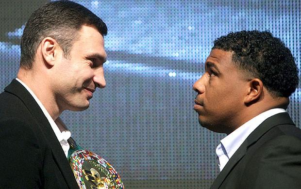 Odlanier Solis e Vitali Klitschko apresentação da luta de boxe (Foto: EFE)