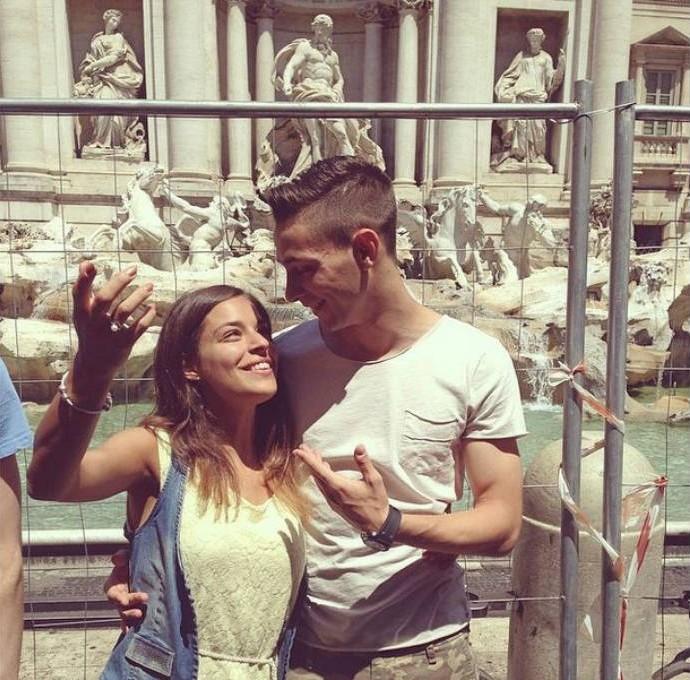 De Sciglio posa com namorada na Fontana di Trevi (Foto: Reprodução)