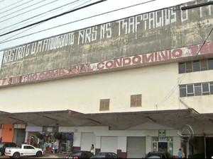 Prédio da antiga rodoviária foi pichado em Campo Grande (Foto: Reprodução/TV Morena)