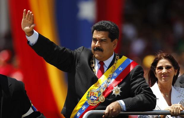 Nicolás Maduro chega à parada militar em homenagem ao primeiro ano da morte de Hugo Chávez, em Caracas, nesta quarta-feira (5) (Foto: Carlos Garcia Rawlins/Reuters)