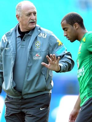 Felipão e Lucas, Treino Seleção, Arena Grêmio (Foto: Jefferson Bernades / Vipcomm)