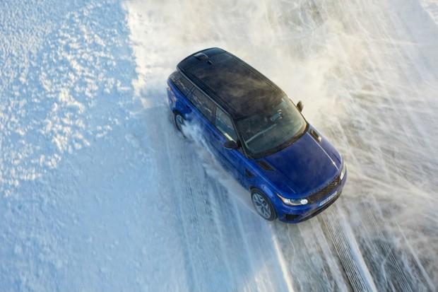 Academia de direção no gelo da Jaguar Land Rover (Foto: Divulgação)