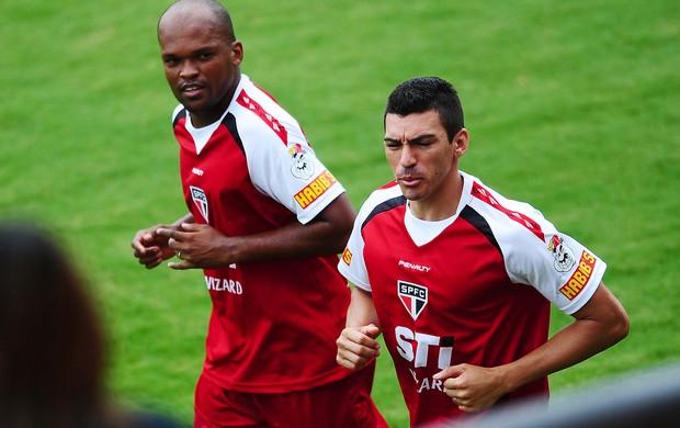 edson silva lucio são paulo treino (Foto: Marcos Ribolli / Globoesporte.com)