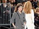 Kendall Jenner e Gigi Hadid desfilam para Chanel, com plateia estrelada