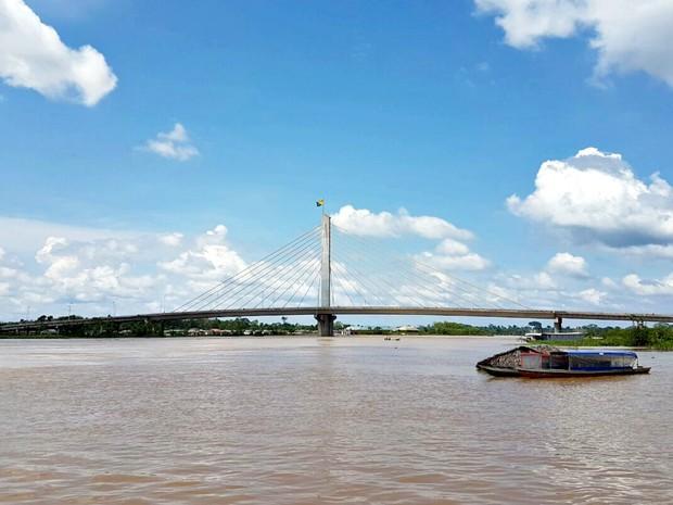 Rio Juruá voltou a transbordar na manhã desta quarta-feira (1) (Foto: Anny Barbosa/G1)