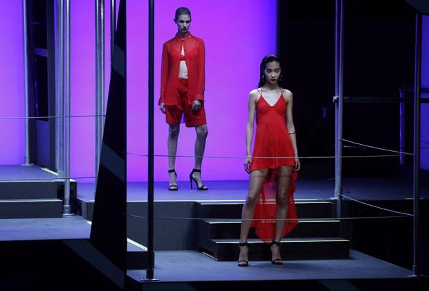 Modelos desfilam criações de Rihanna na Semana de Moda de Londres (Foto: Suzanne Plunkett/Reuters)