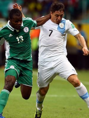 Cristian Rodriguez, Fegor Ogude, Nigéria x Uruguai (Foto: Getty Images)