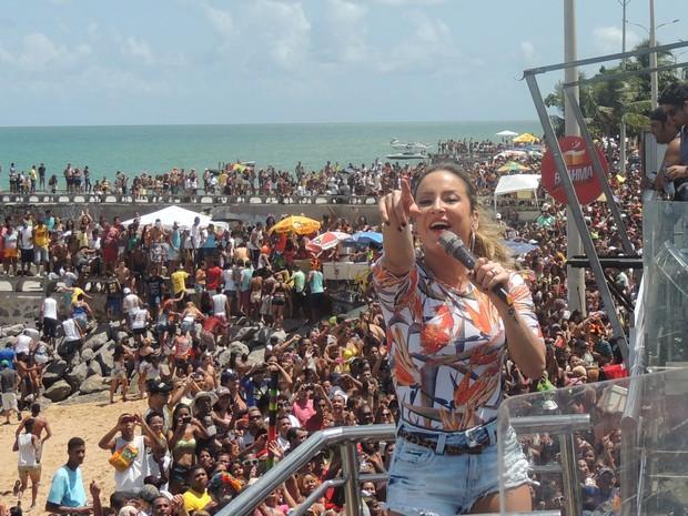 Claudia Leitte foi uma das atrações do bloco, neste domingo, em Olinda (Foto: Katherine Coutinho / G1)