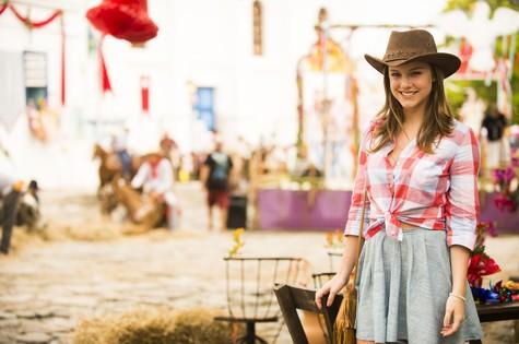 Alice Wegmann caracterizada como Shirley de 'Em família' (Foto: TV Globo/João Miguel Junior)