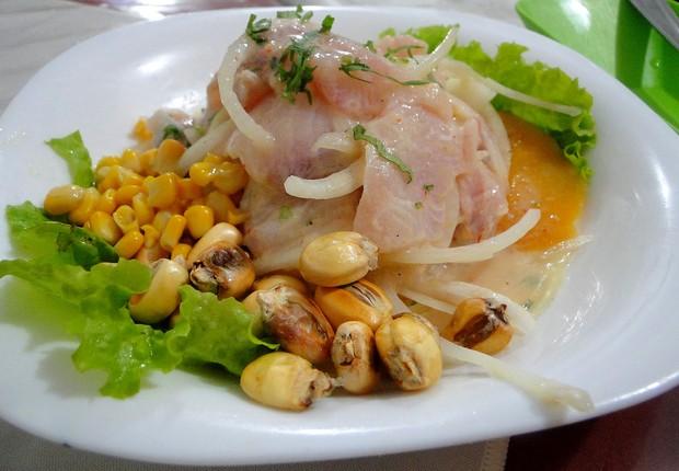 No restaurante Rinconcito Peruano, o Ceviche de Pescado é acompanhado de batata inglesa e batata doce cozidas e milho (Foto: Reprodução)