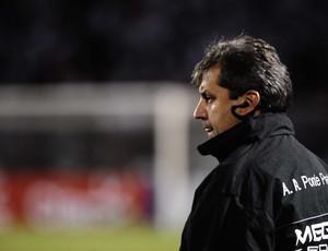 Gilson Kleina, técnico da Ponte Preta (Foto: Marcos Ribolli/ GLOBOESPORTE.COM)