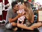 Debby Lagranha posa com a família e celebra o primeiro Natal como mãe