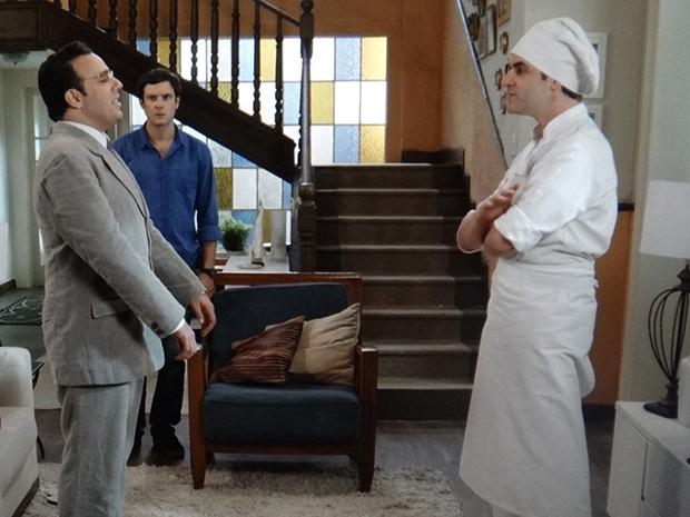 Castilho aparece para ajudar e expulsa Salvador do corpo de Afeganistão (Foto: TV Globo)