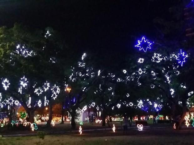 decoração natal praça macapá (Foto: Paula Monteiro/G1)