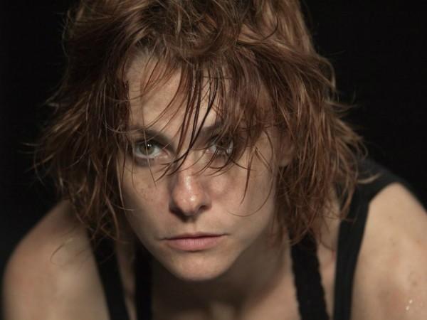 A atriz Lavinia Bizzotto vive a personagem Eva em Ensaio, de Tânia Lamarca (Foto: Divulgação)