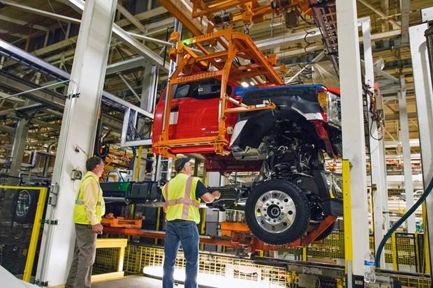 Linha de montagem de picape da Ford em Ohio (EUA) (Foto: Ford)