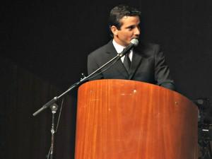Eduardo Romero fala em nome dos vereadores eleitos  (Foto: Maressa Mendonça/ G1 MS)