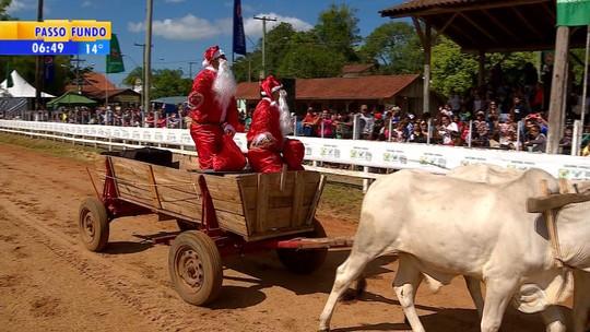 Papais Noéis são atrações nas provas de Laço Esportivo de Triunfo