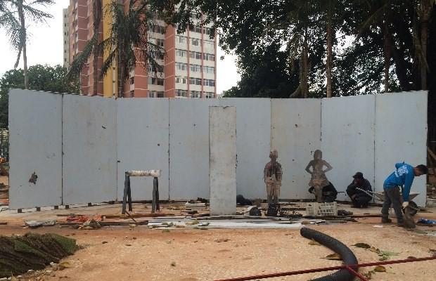 Obra de Siron Franco na Praça Cívica, Goiânia, Goiás (Foto: Paula Resende/ G1)