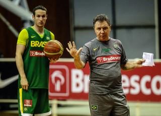 Marcelinho Huertas Ruben Magnano seleção brasileira basquete (Foto: Gaspar Nobrega/Inovafoto)
