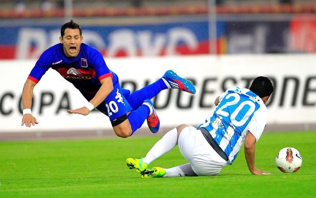 Luis checa e Matias EScobar, Deportivo Quito e Tigre (Foto: Agência EFE)