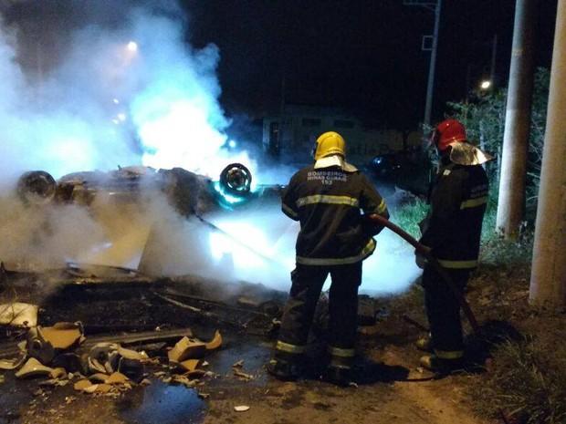 fogo protesto Juiz de Fora (Foto: Corpo de Bombeiros/Divulgação)