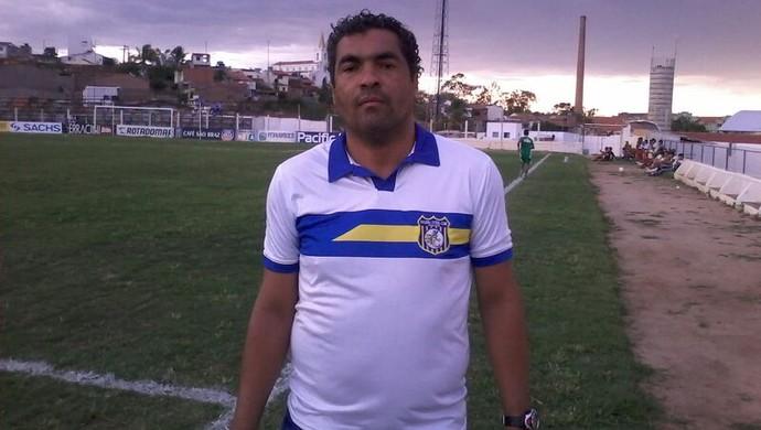 Técnico do Pesqueira, Roberto de Jesus (Foto: Robson Fereira)