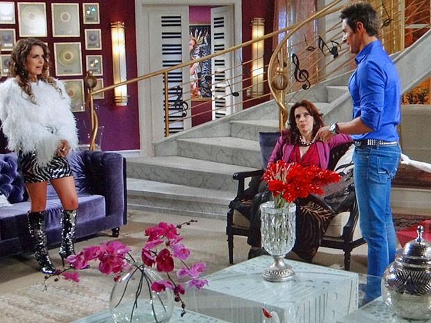 Olha o golpe! Grávida, Chay quer casamento com Fabian (Foto: Cheias de Charme / TV Globo)