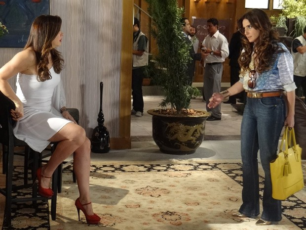 Helô não se segura e acusa Lívia pela morte de Rachel (Foto: Salve Jorge/TV Globo)