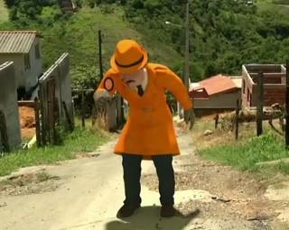 Zé do Bairro foi ao Jambeiro II, em Penedo, para conferir a situação das ruas  (Foto: Reprodução/ RJTV 1ª Edição)