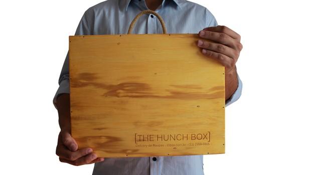The Hunch Box envia caixas como a da foto com uma seleção peças de roupa masculinas (Foto: Divulgação)