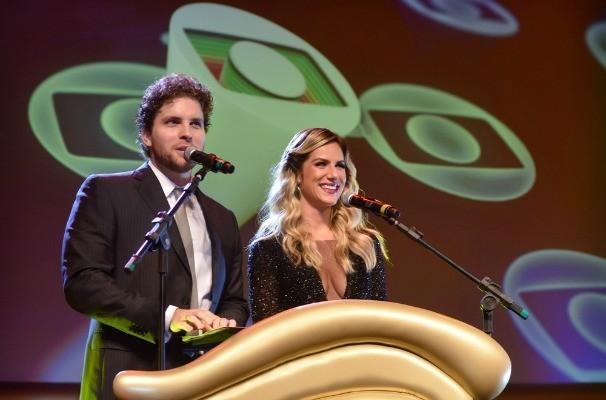Thiago Fragoso e Giovanna Ewbank apresentaram a premiação (Foto: Franco Rodrigues/Divulgação)