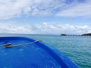 Dulce fotografou o mar e parte da frente do barco em que estava antes do naufrágio (Foto: Arquivo Pessoal)