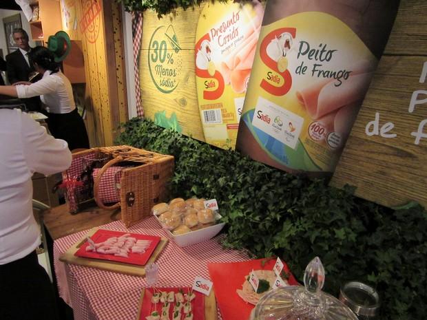 'Em pesquisas de consumo, percebe-se a mudança de comportamento nos últimos anos', diz gerente de marca da Sadia, que lançou presunto com menos sódio e gordura  (Foto: Karina Trevizan/G1)