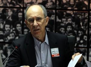 O presidente Nacional do PT, Rui Falcão, comandou a reunião do diretório nacional neste sábado em Brasília (Foto: Ailton de Freitas / Agência O Globo)