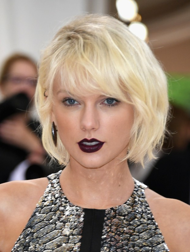 Taylor Swif usa maquiagem poderosa no baile de gala do MET (Foto: AFP)