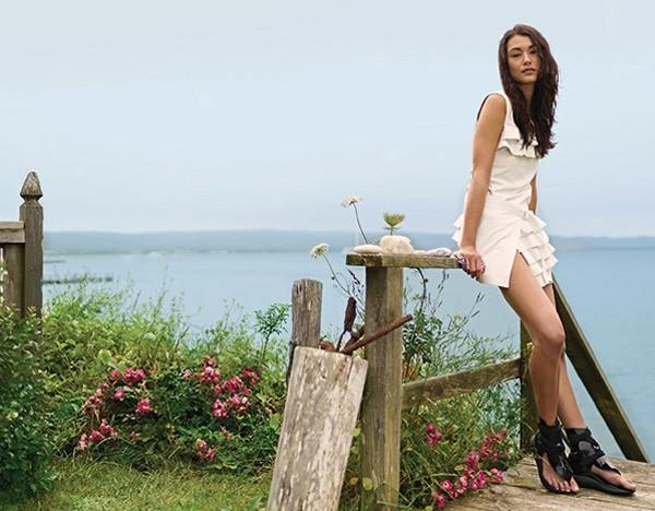 Vestido e sandálias Louis Vuitton (Foto: Patric Shaw)