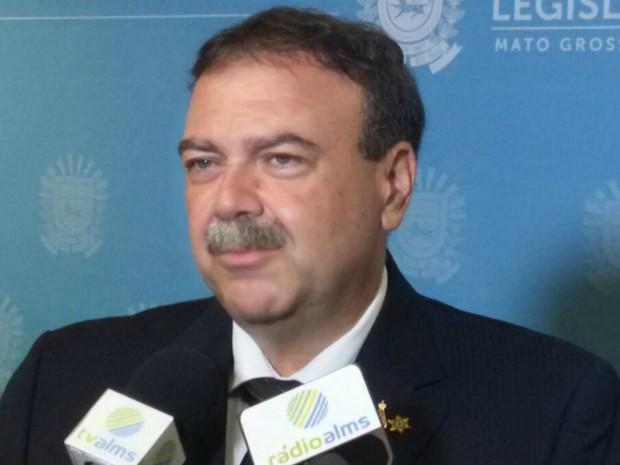 Siufi em entrevista minutos antes de assumir cargo de deputado estadual (Foto: Ariovaldo Dantas/TV Morena)